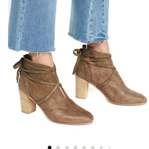 Free People Womens Wrap Around Heel Boot